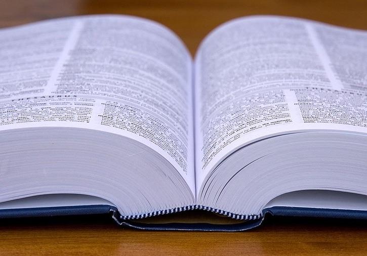 140 autores definen el arbitraje comercial y de inversiones en español
