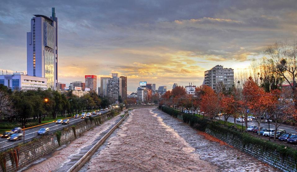 Chile: Desborde del Mapocho, origen de arbitraje entre Costanera Norte y aseguradora